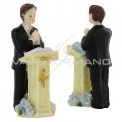 Communiant (garçon) devant son pupitre - 2 pièces en stock